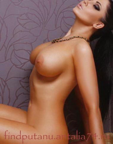 Айша ВИП: мастурбация члена грудью